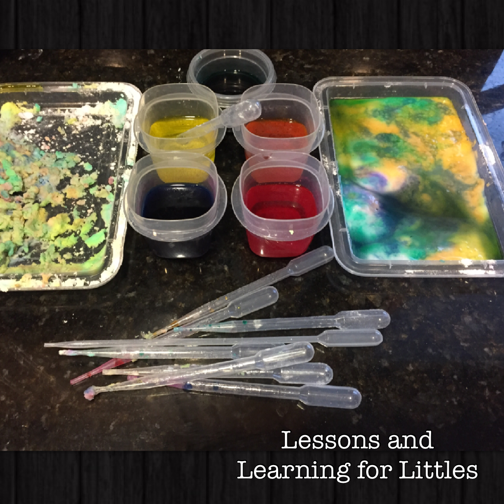 Simple toddler science activity and an invitation to play for a whole-child based approach to learning for toddlers and preschoolers. STEM activity for toddlers. Preschool STEM doesn't need to be complicated to be fun! Try this simple color blending science activity for 2-3 year olds from Lessons and Learning for Littles.